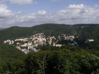Netradiční pohled na Karlovy Vary z rozhledny Diana, zdroj: wikipedia.org