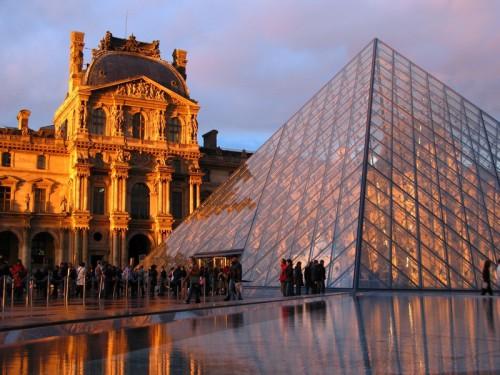 Louvre, zdroj: shutterstock.com